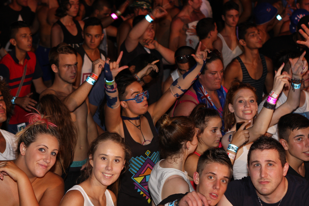File:DJ Pauly D Crowd ().jpg -..