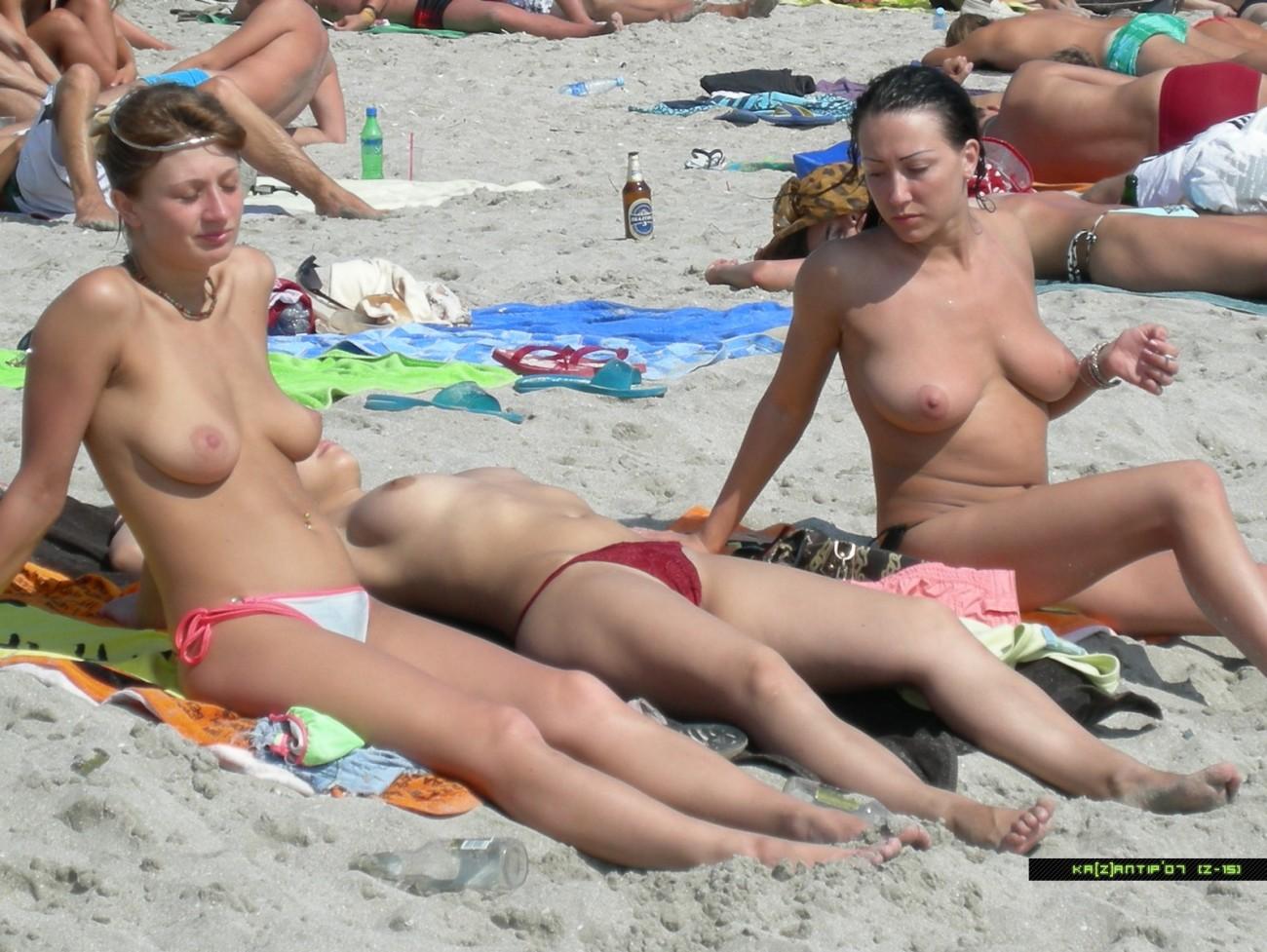 Nudists family bare beach - VoyeurPapa