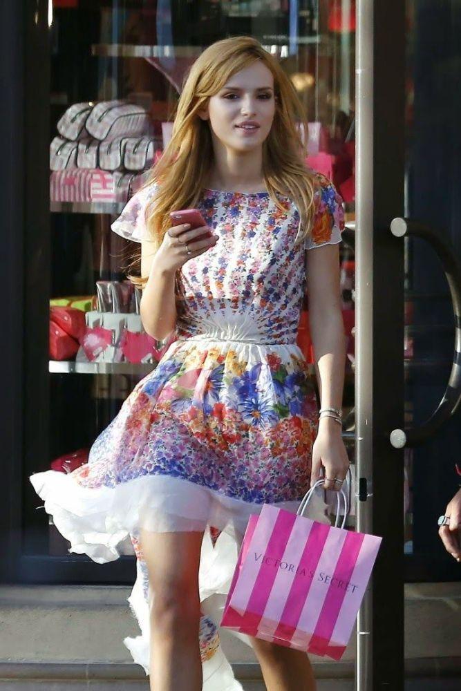 Bella Thorne shops at Victoria's..