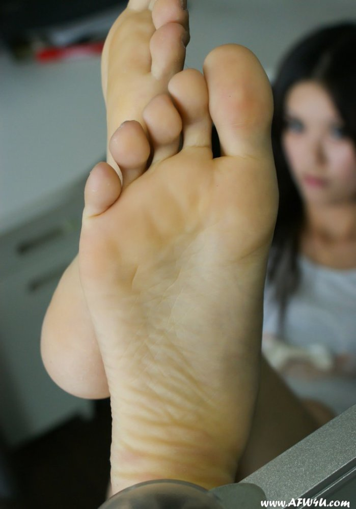 Chinese feet from AFW4U