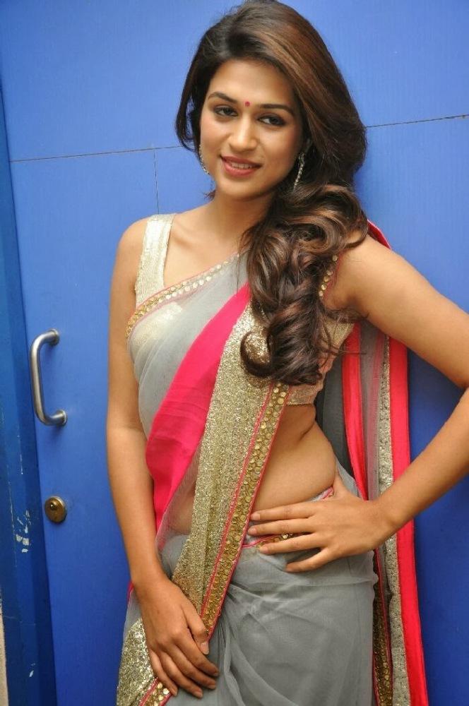 Tamil actress clevage hd sorgusuna..