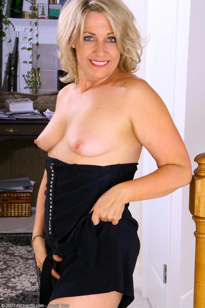 Mature Romp Platinum-blonde Leah Naked..