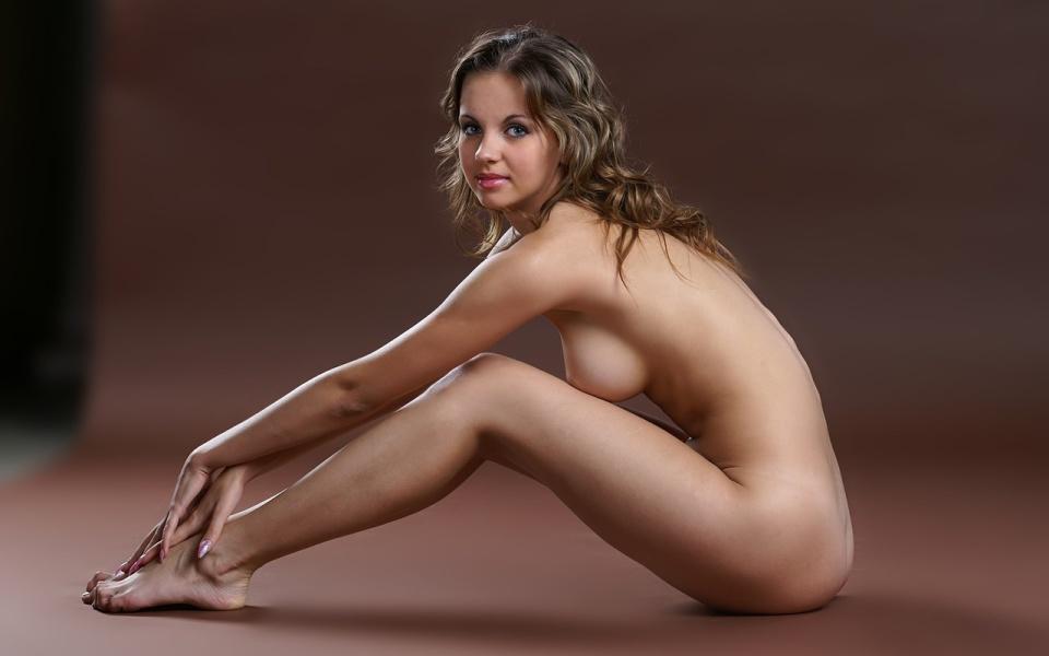 Fantastic Naked Posing - XXXPornoZone