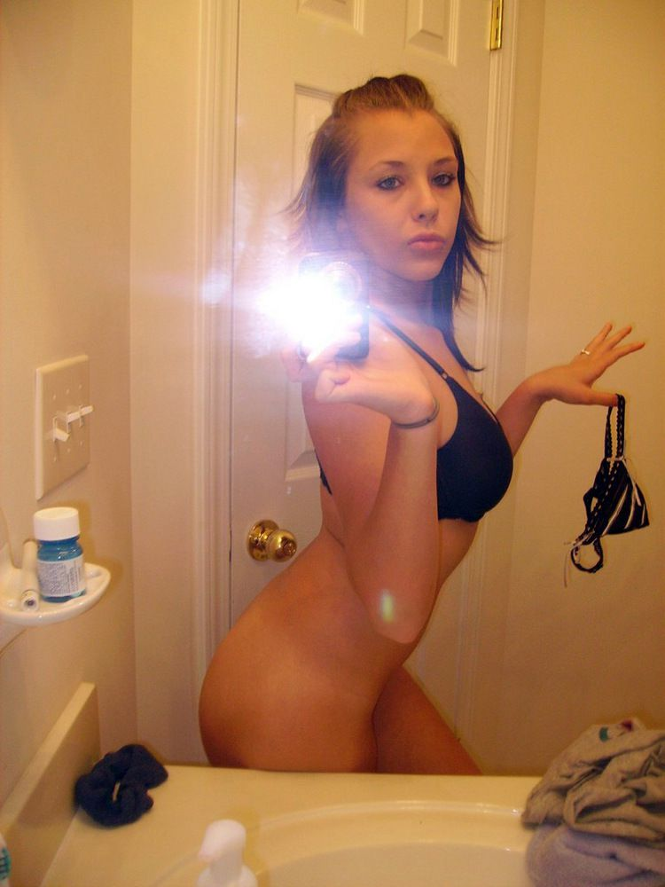 Slim naked young ladies with wee..