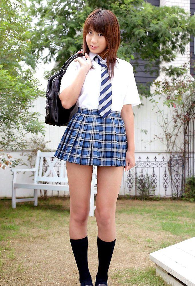 Uber-cute chinese college girls posing..